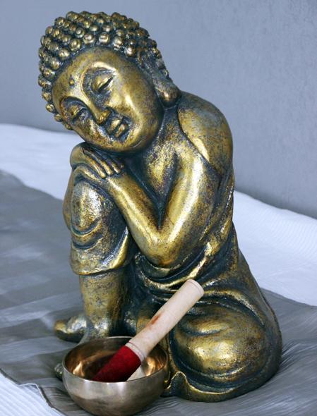 goldfarbene Buddhastatue von Sina Ries